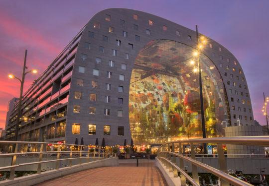 Rotterdam - Markthal in avondglorie