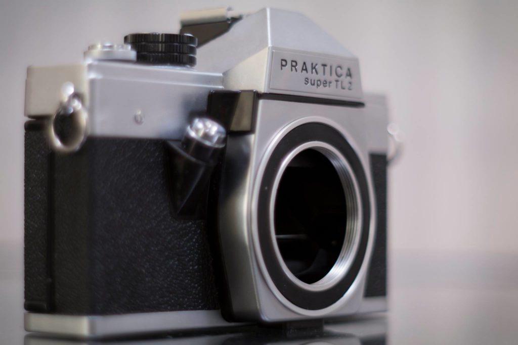 Foto van een oude praktica spiegelreflex camera
