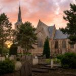 Avondfotografie van de Kerk van Poortugaal bij Zonsondergang