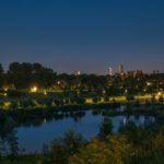 Nachtfotografie van de skyline in Hoogvliet met de Heerlijkheid